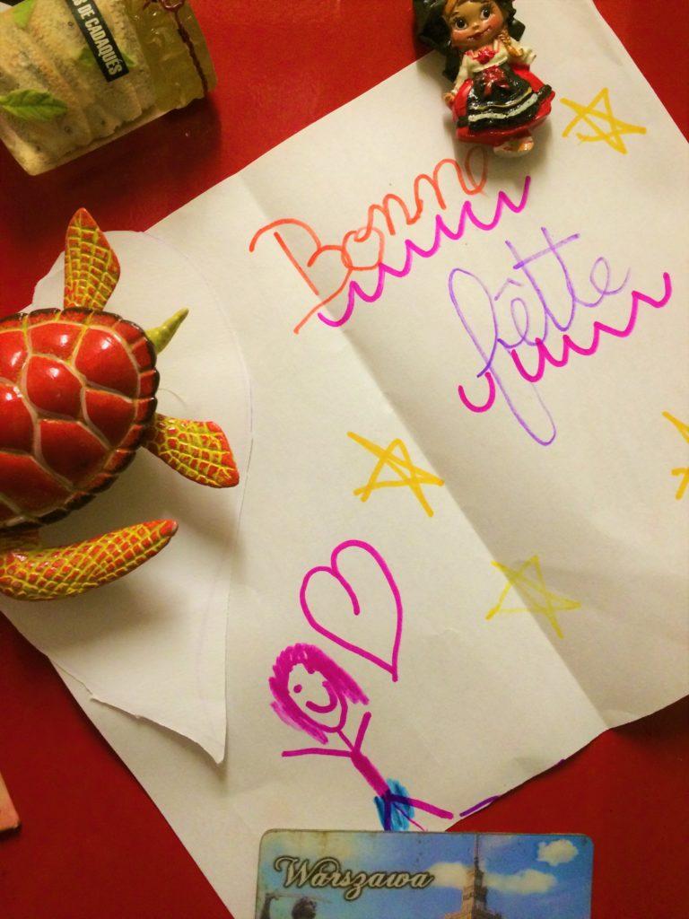 Les 2 Gourmands disent vous souhaitent de bonnes fêtes sous les traits d'un dessin d'enfant